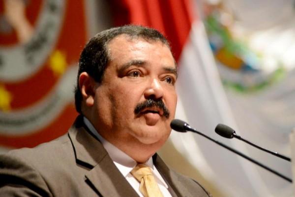 Ley educativa beneficio para maestros, no para líderes: Carlos Vera