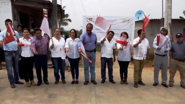 Ayuntamiento de Tuxtepec da banderazo de inicio de obras