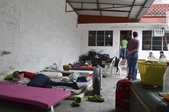 Padres de jóvenes desaparecidos de Playa Vicente, continuarán plantón en fiscalía de Tierra Blanca
