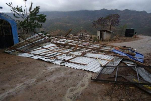 Reporta PC 44 municipios de Oaxaca, afectados por lluvias y viento