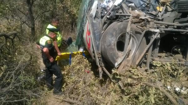 Autobús OCC se precipita a voladero en carretera México-Puebla; un muerto y más de 20 heridos, el saldo