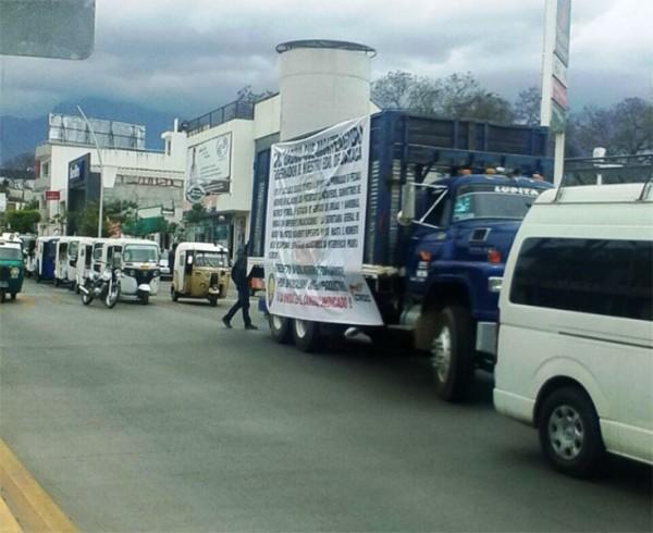 Transportistas de CNP y CROC se movilizan hacia el Llano