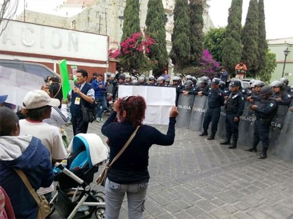 Policía bloquea el paso a marchistas del FP-14 de Junio