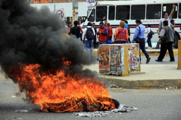 Bloqueos y vandalismo de la S-22 en Oaxaca