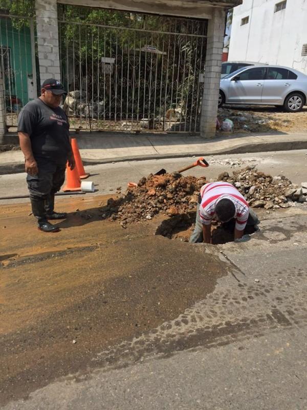 """Ayuntamiento repara fuga en colonia """"Las flores"""""""