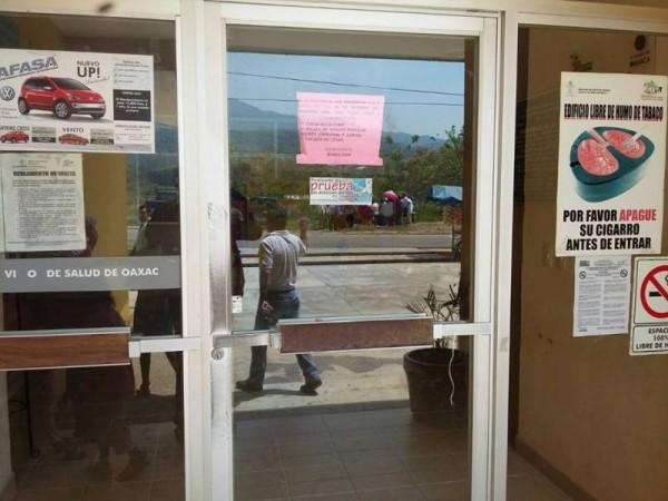 Exigen salida del Director y su familia, del Centro de Salud de Valle