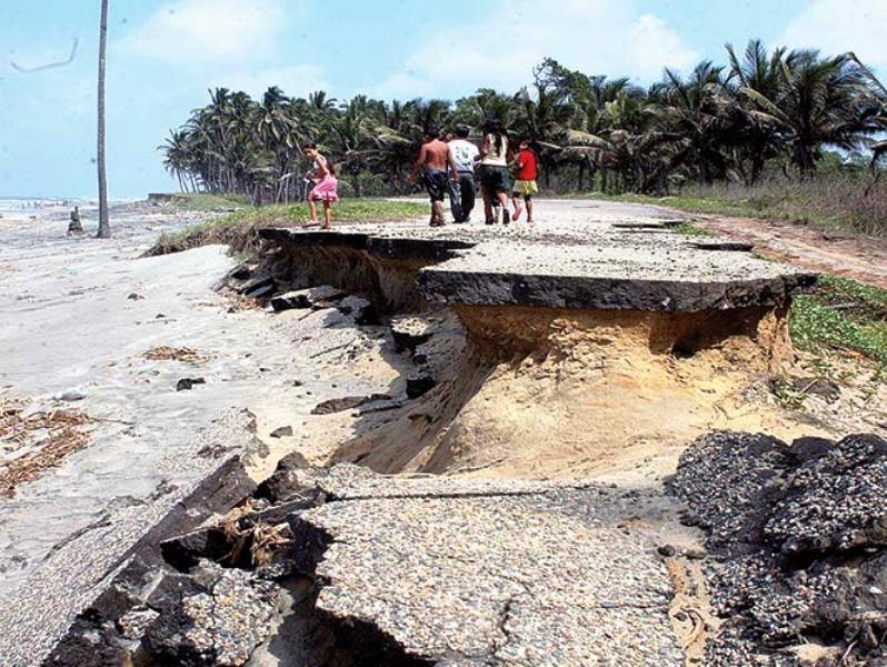 Devora el mar las costas de Tabasco