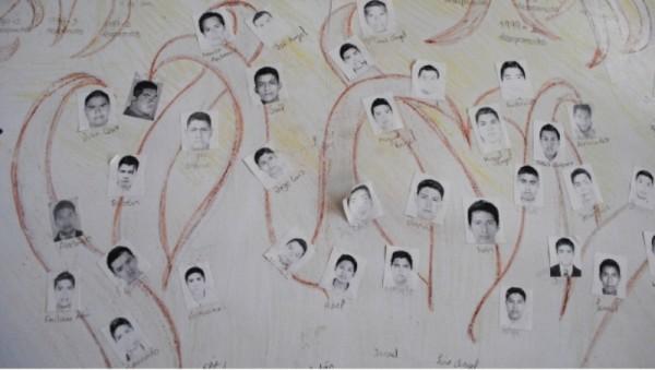 Padres de los 43 alistan marcha el 24 de abril