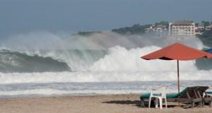 Prevén olas de más de tres metros en costas de Oaxaca