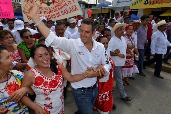 Para las mujeres, Alejandro ya es el gobernador