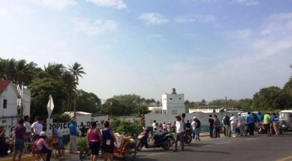 Vecinos de la Joya toman empresa gasera en Juchitán