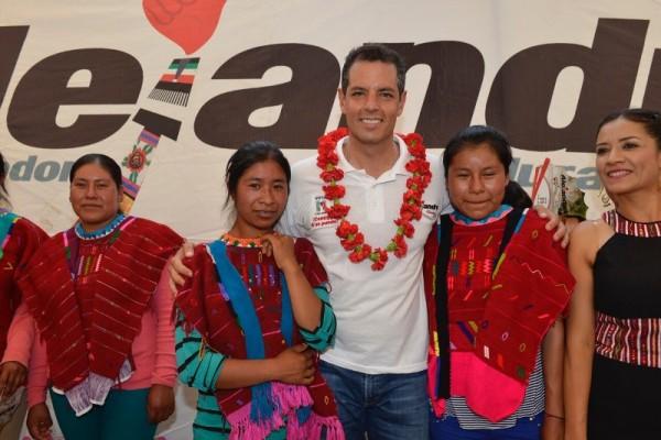 Alejandro Murat se comprometió con el bienestar de los niños de Oaxaca