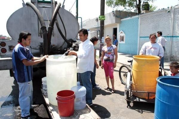 Cumplen 10 días sin agua en La Piragua