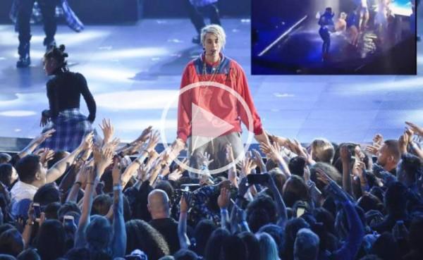 VIDEO: Justin Bieber resbala en concierto