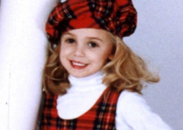 Muerte misteriosa de niña concursante de belleza reaviva polémica