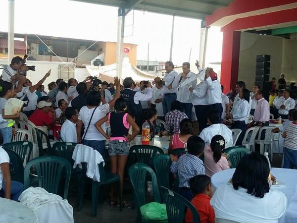 Festejos del sindicato 12 de julio, terminan en trifulca