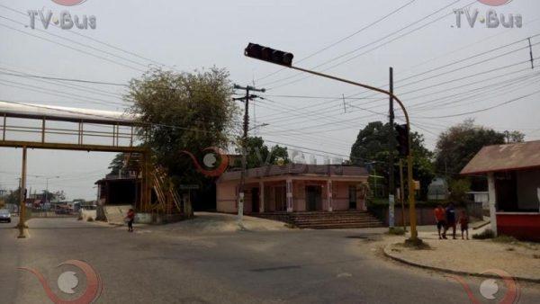 Exigen taxistas reparación de semáforos