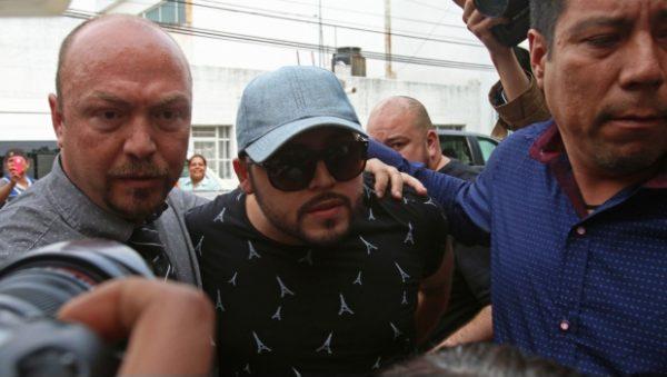 Emiten orden de arresto contra Gerardo Ortiz