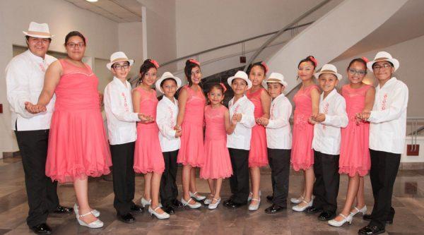 Niños de 'Corazoncitos Danzoneros' se llevan los aplausos en la Muestra Nacional de Danzón