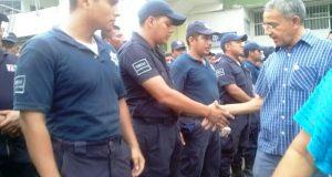 Paro de policías sigue, sin respuestas a sus demandan