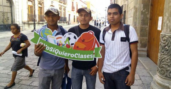 Alumnos de Oaxaca realizan campaña contra paro magisterial, piden que haya clases