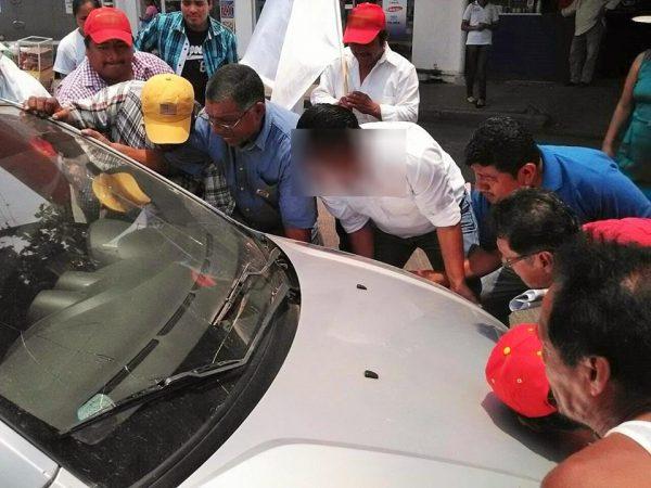 Autoridades se echan la bolita, nadie quiere reparar alcantarillas