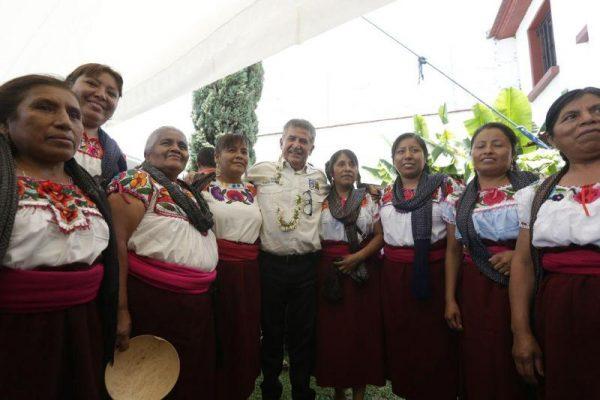 Caminan Pueblos originarios de Oaxaca con Pepe Toño rumbo al triunfo del 5 de junio
