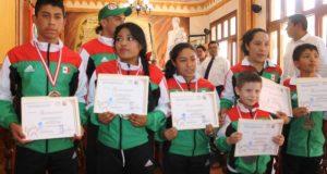 Taekwondoines  huajuapeños son reconocidos