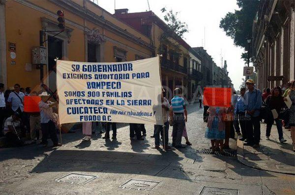 Bloquean defraudados calles del centro de Oaxaca; piden sus pagos