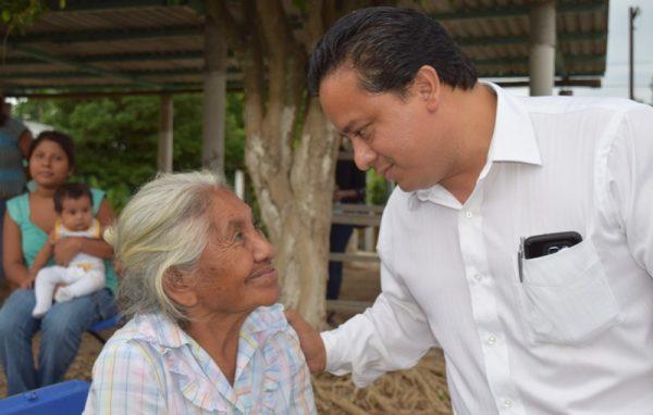 Implementaremos programas municipales en apoyo al adulto mayor: Fentanez