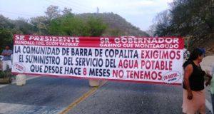 Inicia segundo día de bloqueos en carretera costera; afecta a Huatulco