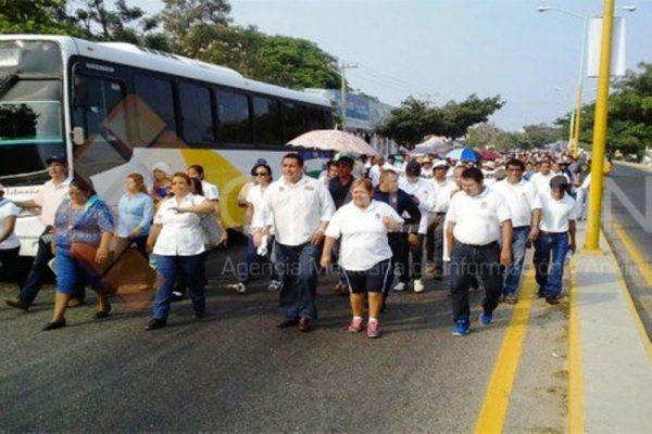 Marcha el sector salud en Juchitán en apoyo de la Sección 22