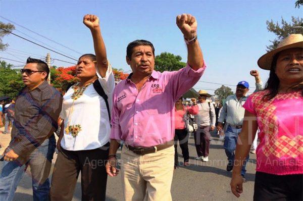 Marcha Sección 22 en Oaxaca por Día del Maestro
