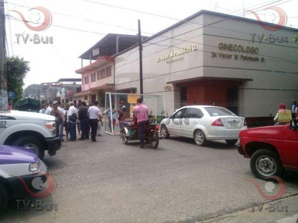 Vecinos de la Piragüa bloquean Independencia, exigen suministro de agua