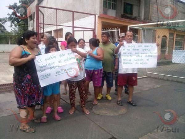 Vecinos de la piragua exigen suministro de agua
