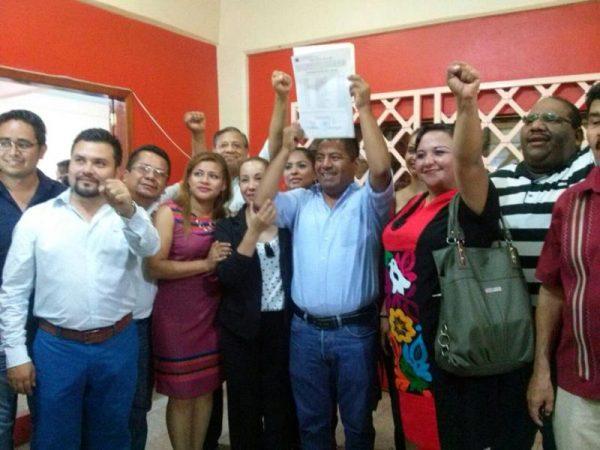Empezaré a trabajar, dice Fernando Bautista Dávila al recibir constancia