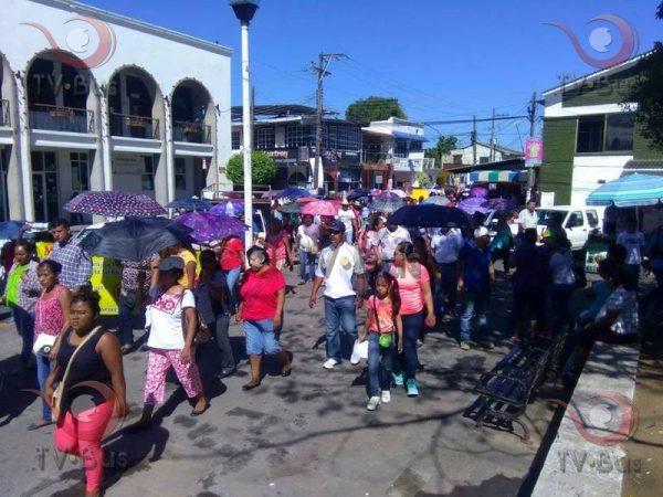 Marchan padres en Tuxtepec, apoyan a maestros