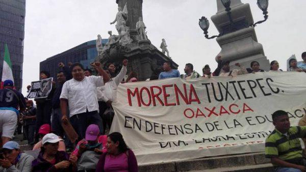 FOTOS: Morena Tuxtepec participa en marcha con AMLO