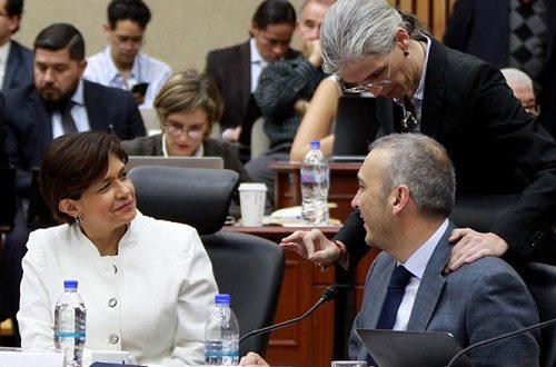 Escándalo sexual tumba a vocero del INE; nombran a encargado