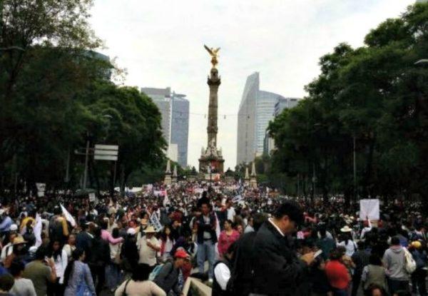 Marcha de Morena sobre Paseo de la Reforma