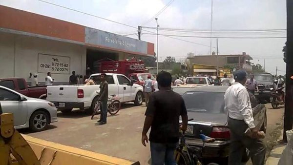 FOTOS: Enfrentamiento en Loma Bonita por saqueo de bodega