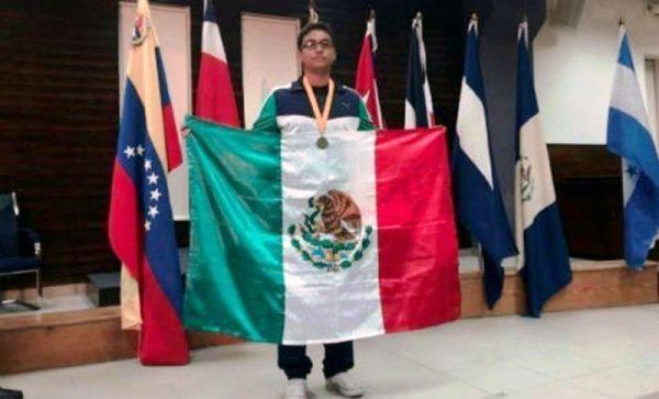 Mexicano gana Olimpiada de Matemáticas en Jamaica