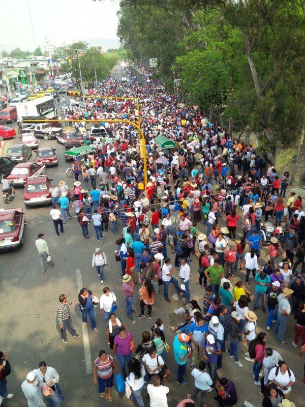 Marcha Sección 22 en Oaxaca y regresan a regiones por comicios
