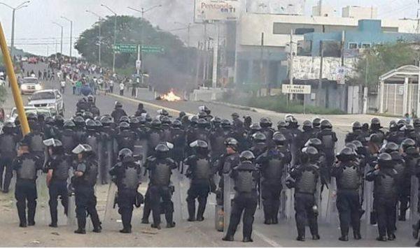 Chocan por segunda vez CNTE y PF en Salina Cruz