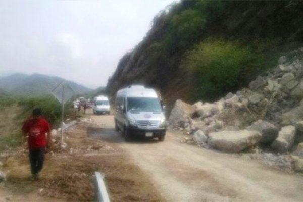 Reportan derrumbes en carretera Tuxtepec-Oaxaca