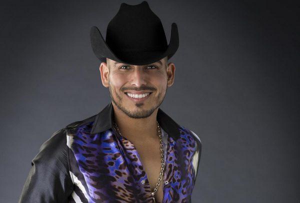Espinoza Paz se injerta barba ¡y planea respingarse la nariz!