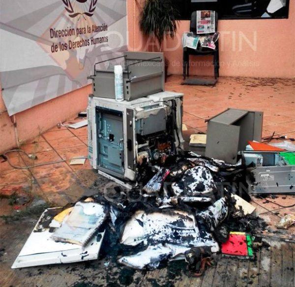 Vandalizan individuos oficina del IEEPO en Oaxaca