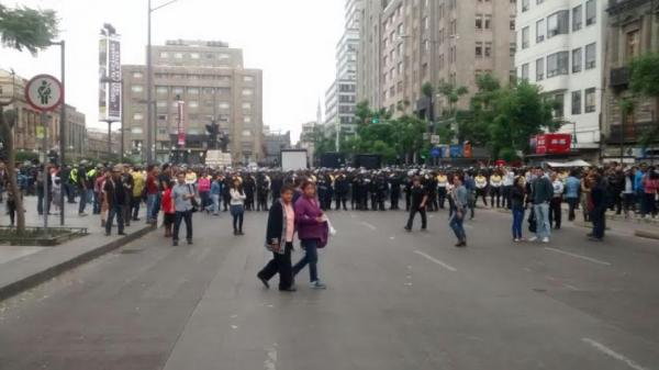Impiden granaderos de SSP avance de la CNTE al Zócalo
