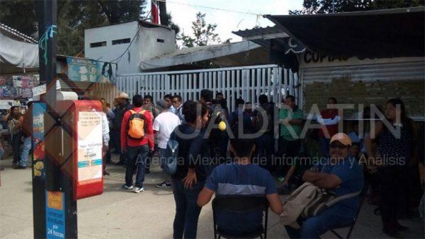 Bloquean docentes el IEEPO y colocan 'filtro' en Monumento a Juárez