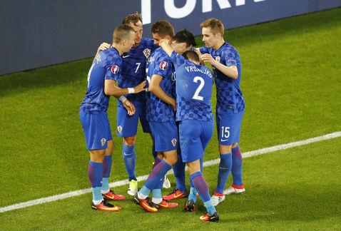 Croacia derrota a España y se queda con el liderato